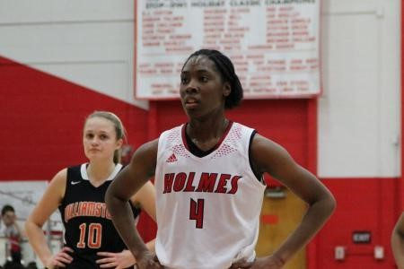 Jynea Harris scores 1000th career point for Holmes