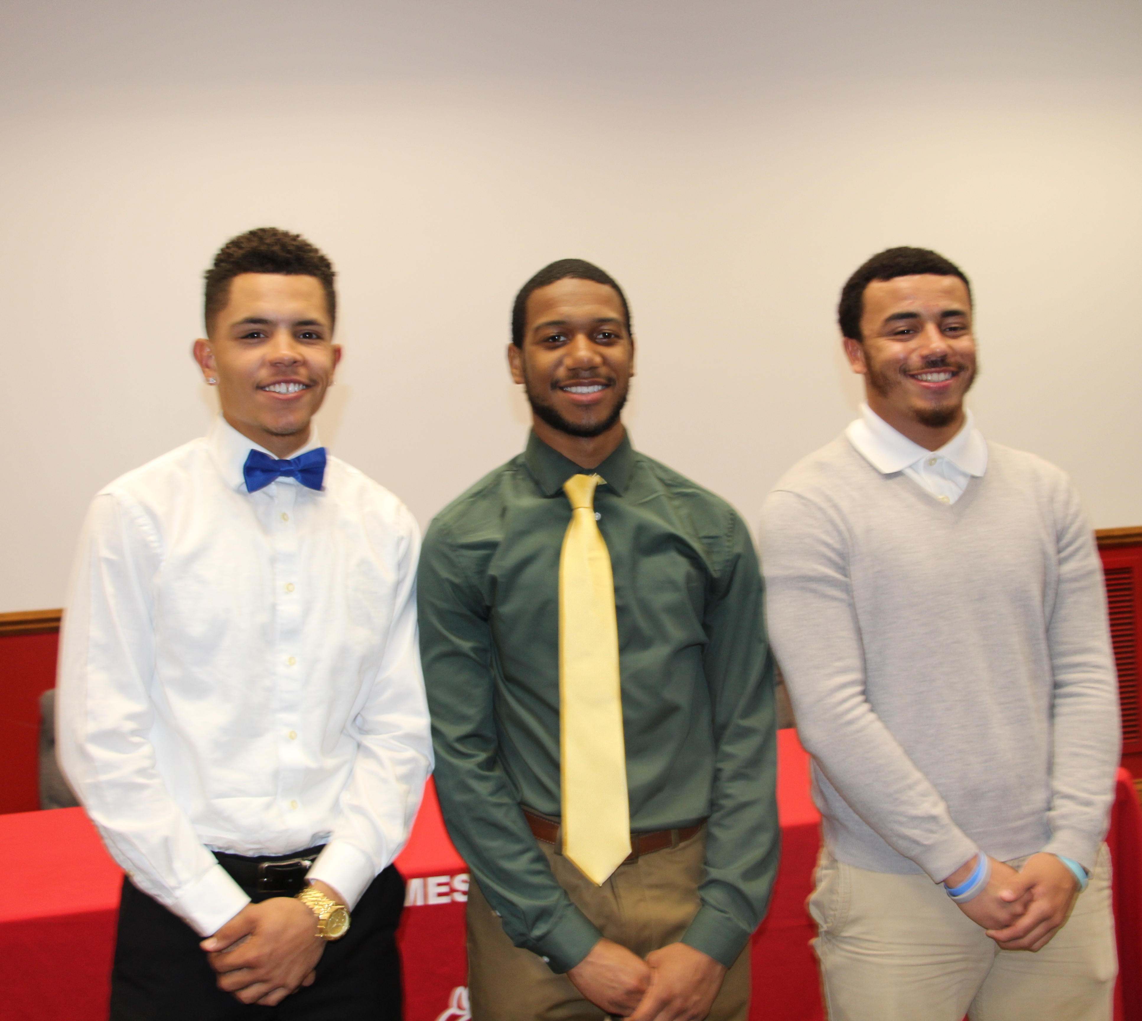 Holmes Bulldogs sign letters of intent to play college football